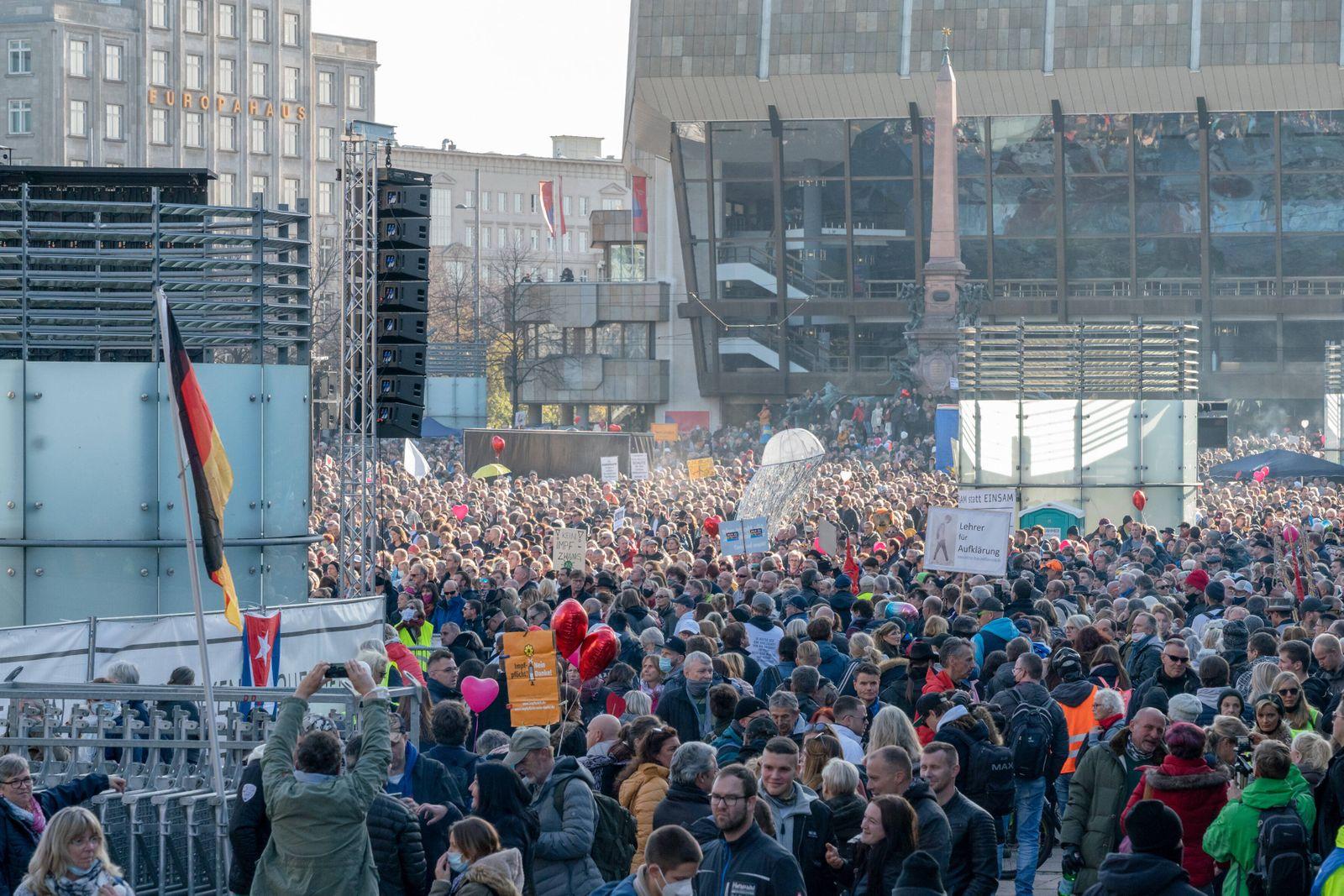 Leipzig, 7.11.2020 Die sogenannte Querdenken Bewegung demonstriert gegen die Corona-Maßnahmen im Leipziger Stadt-Zentru