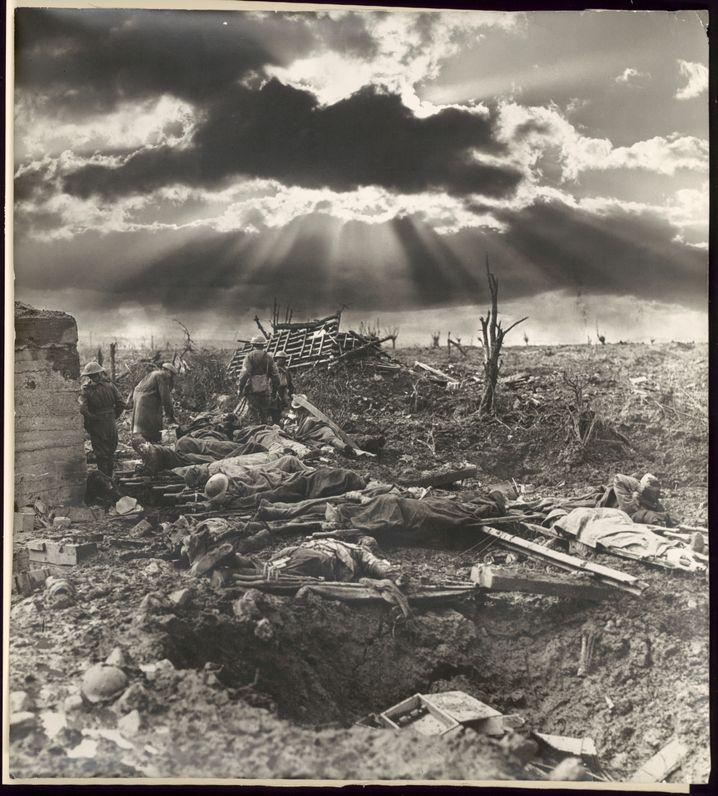 Foto von Frank Hurley aus dem Jahr 1917: Montierte Gewitterwolken