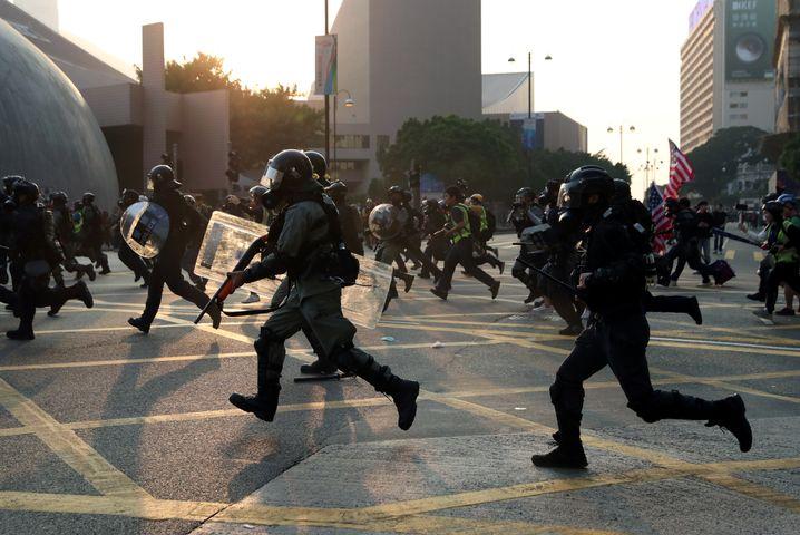 """Polizisten am Sonntag in Hongkong: """"Er hätte sterben können"""""""