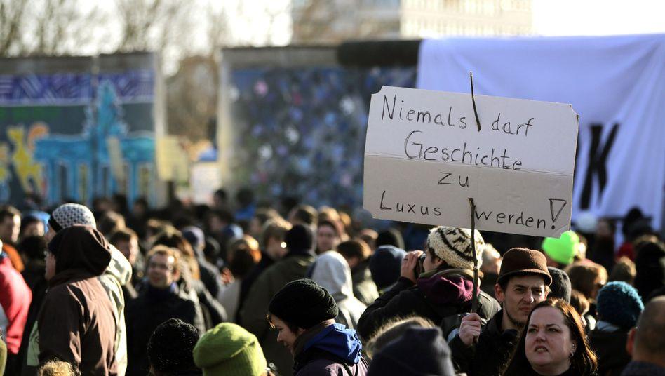 """Proteste gegen Abriss der East-Side-Gallery: """"Welche Mauer?"""""""
