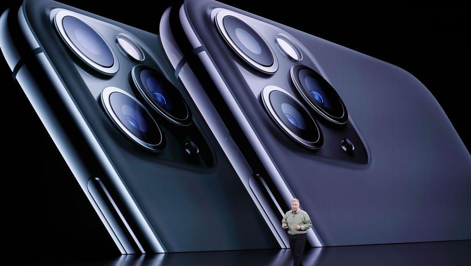 Phil Schiller stellt - sichtlich aufgeregt - das iPhone 11 Pro vor.