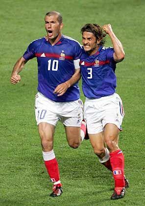 Zidane (l.) und Lizarazu: Entscheidung innerhalb von 120 Sekunden