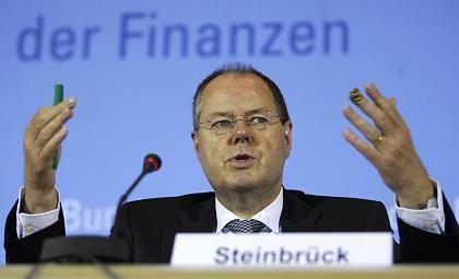 """Finanzminister Steinbrück: """"Krise noch nicht ausgestanden"""""""
