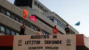 Klimaaktivisten protestieren gegen Kurzstreckenflüge