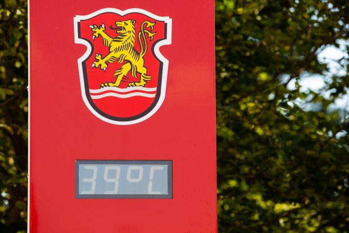 Temperaturanzeige auf dem Hof der Freiwilligen Feuerwehr in Lauenau