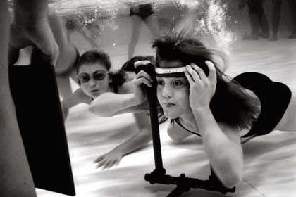 Schwedische Kinder beim Unterwasser-Sehtest: Verbesserte Fähigkeiten nach einem Monat Training