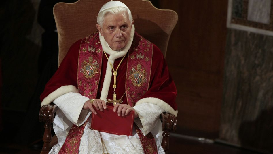 Papst Benedikt XVI: Offenbar besser über Kinderschänder informiert als bislang bekannt