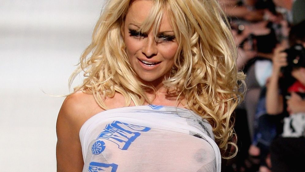 Model Pamela Anderson: Rauf und runter