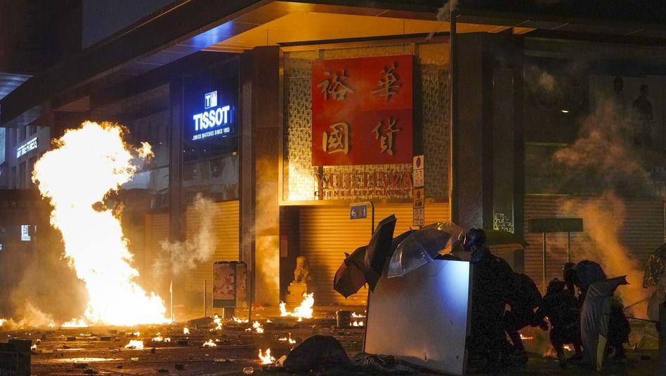 """Zusammenstöße auf dem Campus der Polytechnischen Universität: """"Bist du drinnen oder draußen?"""""""