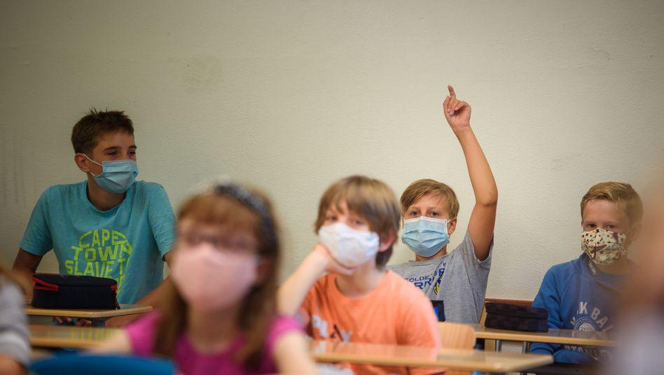 In Mecklenburg-Vorpommern ist Schulunterricht künftig auch ohne Maske möglich (Symbolbild)