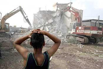 Israelische Bulldozer zerstören ein Haus in Dschenin