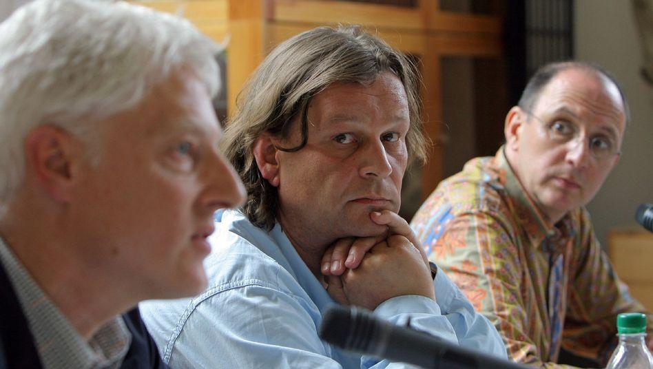Betretene Mienen: Rektor Brohm, Professor Ottersbach, Dekan Meller (v. l.) bei der Pressekonferenz