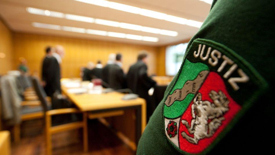 Gerichtssaal in Bochum: Grauzone der Mitwisserschaft