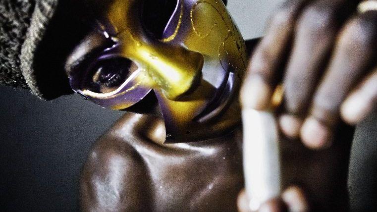 Drogenschmuggler mit Kokainpäckchen in Guinea-Bissau