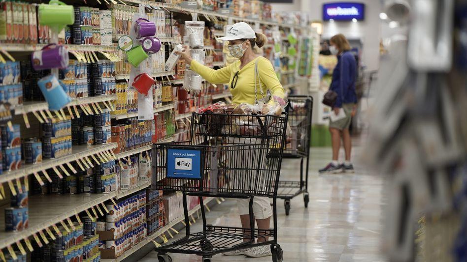 Frau im Supermarkt in San Diego: Inflationsdamm gebrochen?