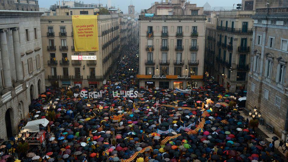 """Demonstranten in Barcelona: Proteste gegen richterliche Entscheidung in """"Überschallgeschwindigkeit"""""""