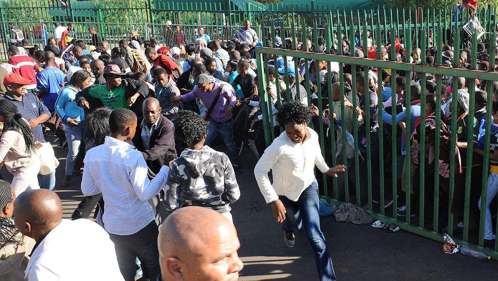 """""""Wir brauchen Bildung"""": Tote bei Uni-Anmeldung in Südafrika"""
