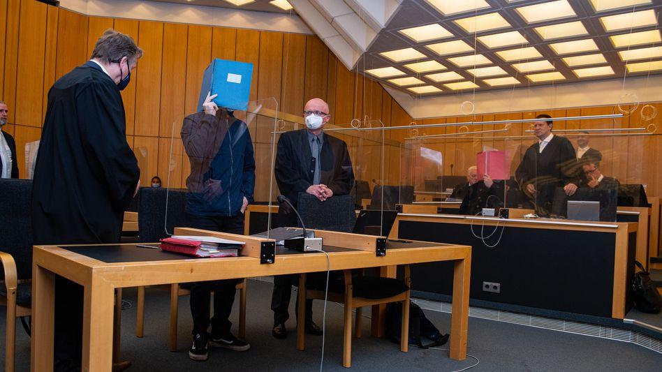 Der Hauptangeklagte Adrian V. vor Gericht