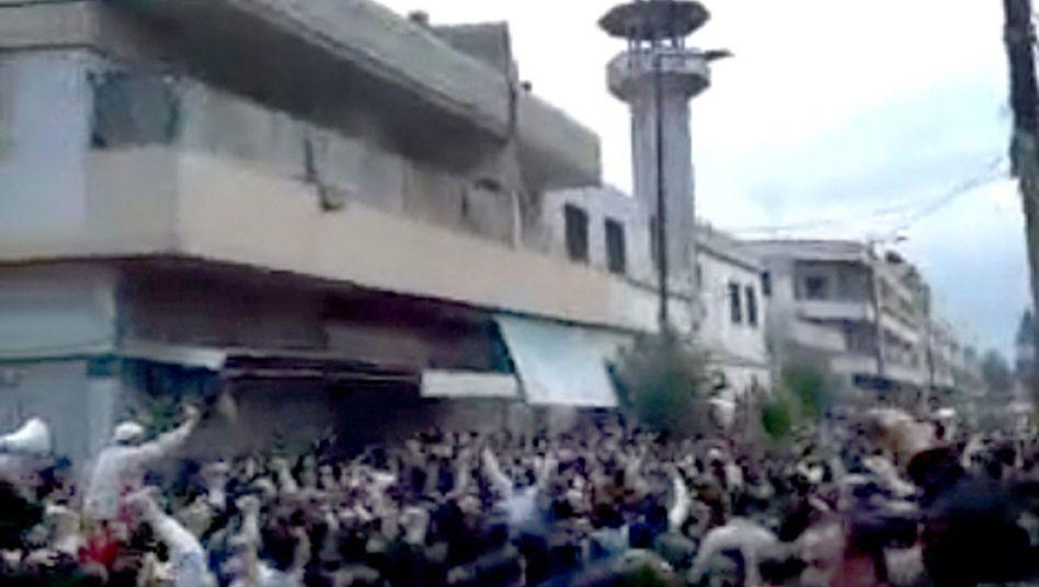 Demonstranten in Homs: Siemens-Technik hilft dem Überwachungsstaat