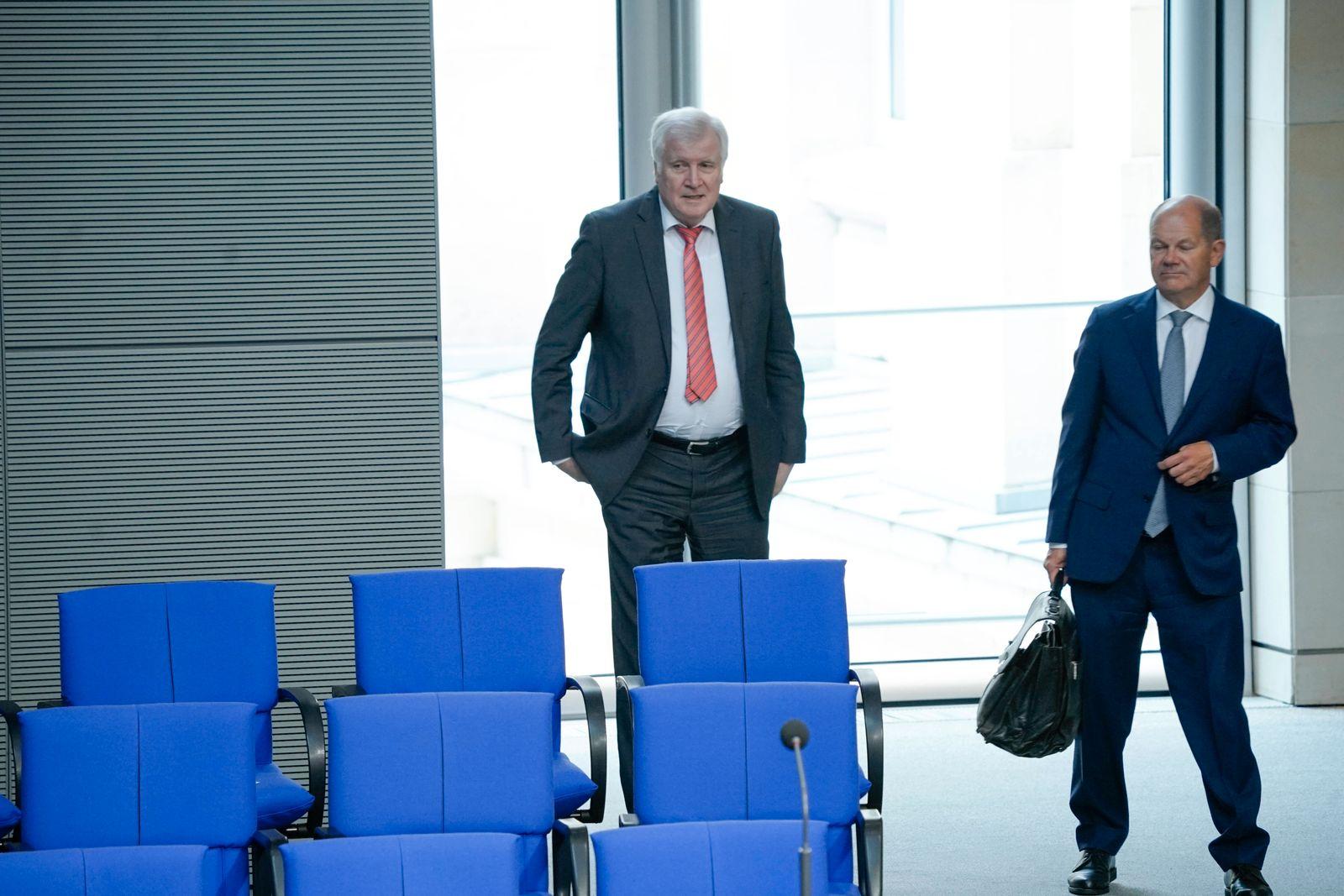 172. Sitzung des Deutschen Bundestag in Berlin Aktuell, 09.09.2020, Berlin Horst Seehofer, Innenminister und Olaf Schol