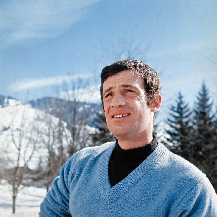 Der junge Belmondo in den Sechzigerjahren im Winterurlaub