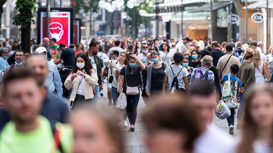 Flinger Straße in Düsseldorf: Gefühlt ist die Coronakrise offenbar vorüber