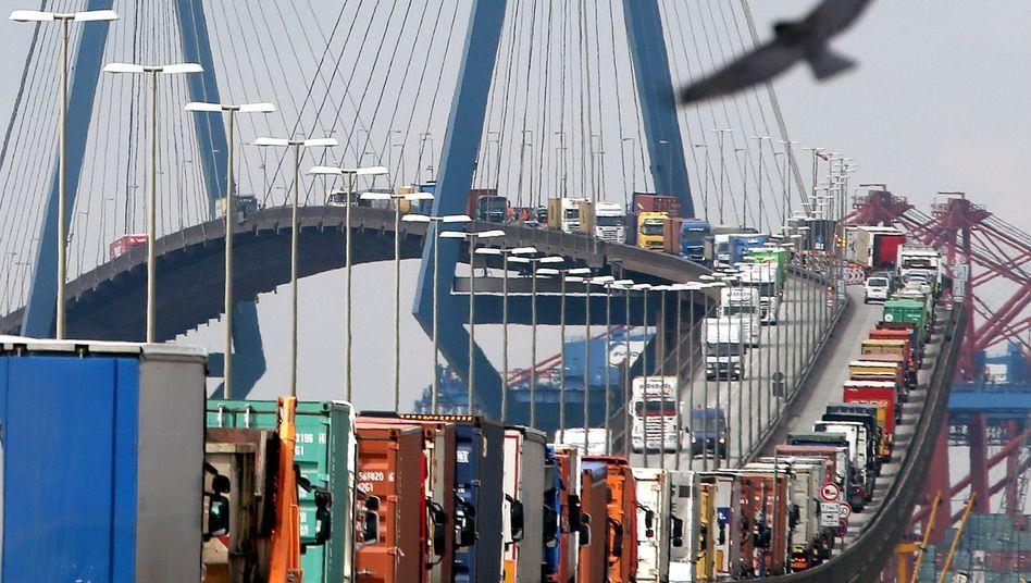 Stau auf der Hamburger Köhlbrandbrücke
