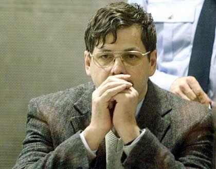 Dutroux im Gerichtssaal: Glücklich über das Chaos