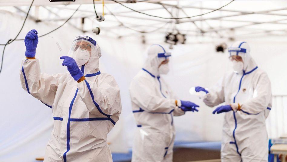 Coronavirus testing station at the Cologne/Bonn airport.