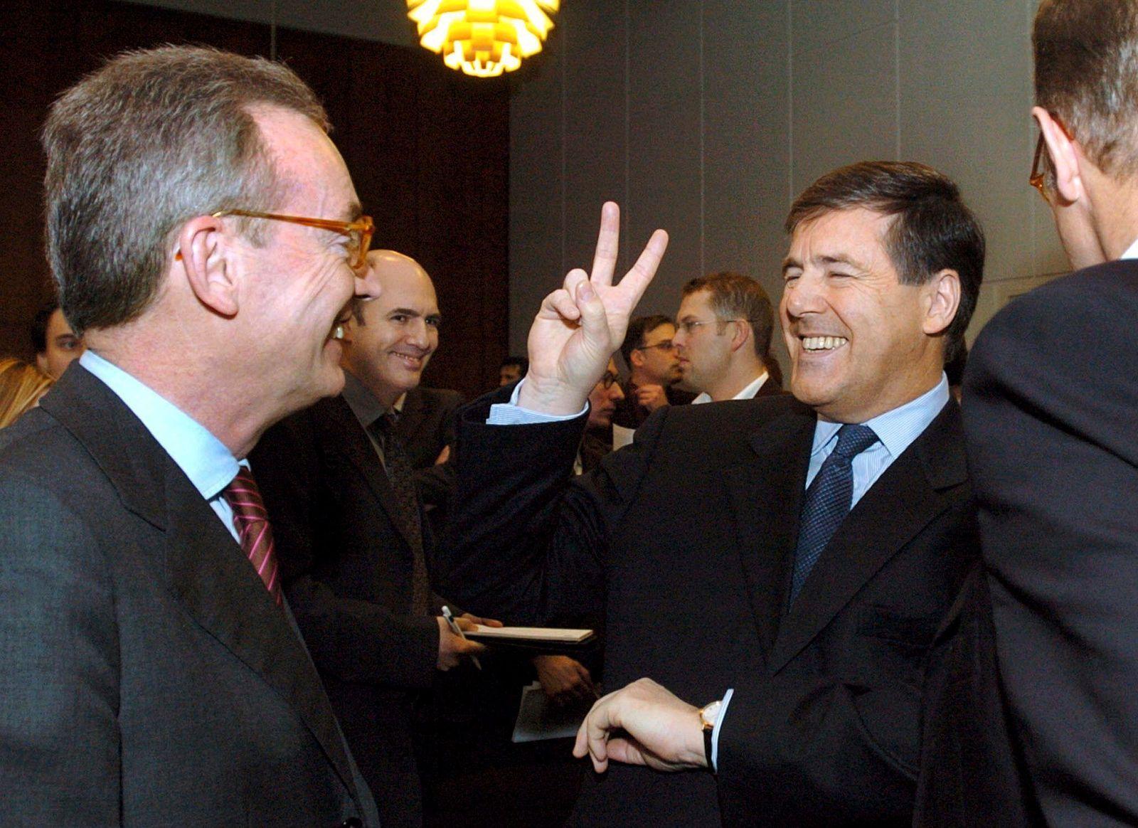 Deutsche Bank - Ackermann mit Victory-Zeichen