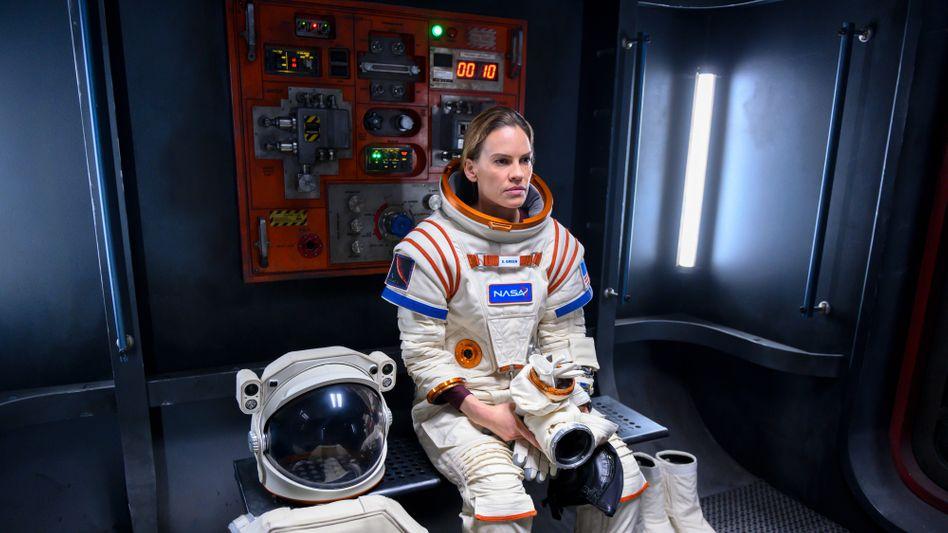 "Hilary Swank als Mars-Astronautin in ""Away"": Mama muss zur Arbeit"