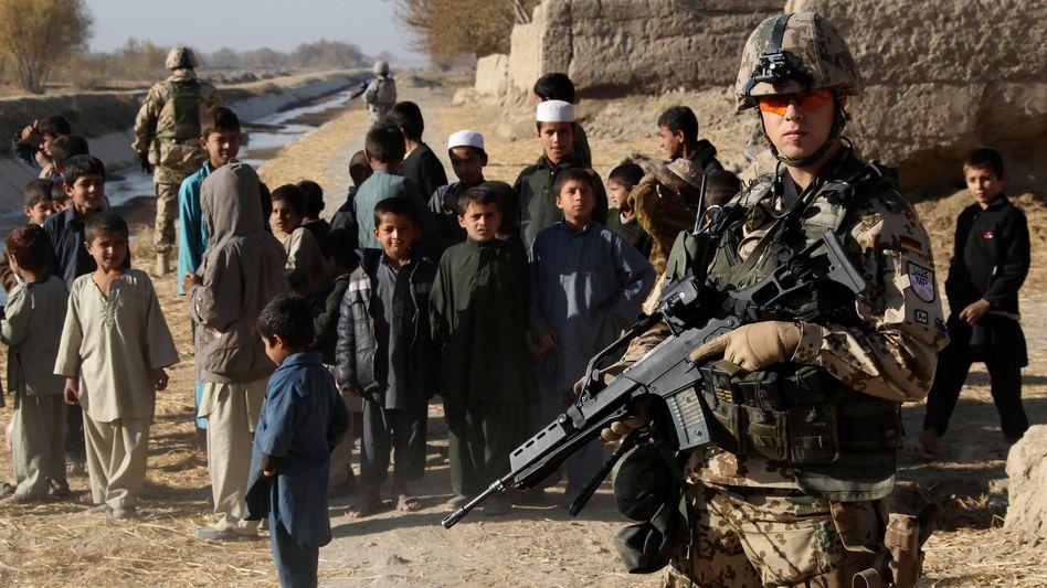 Bundeswehrsoldat in Afghanistan: Kosten der Mission bleiben auf Rekordniveau