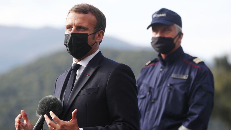 Macron an der französischen Grenze zu Spanien: Frankreich verschärft die Grenzkontrollen
