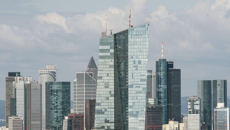 EZB-Gebäude inmitten der Bankenskyline von Frankfurt: Man kennt sich