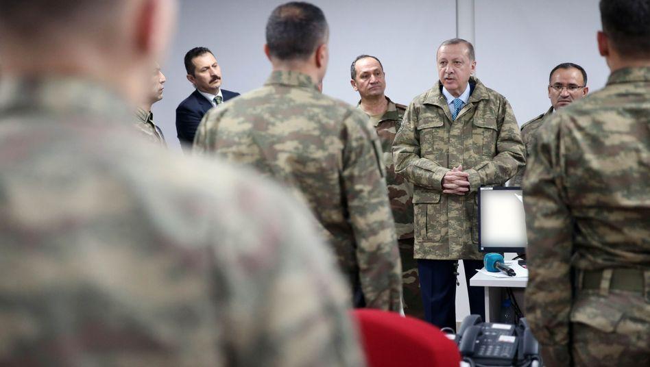 Erdogan mit türkischen Generälen
