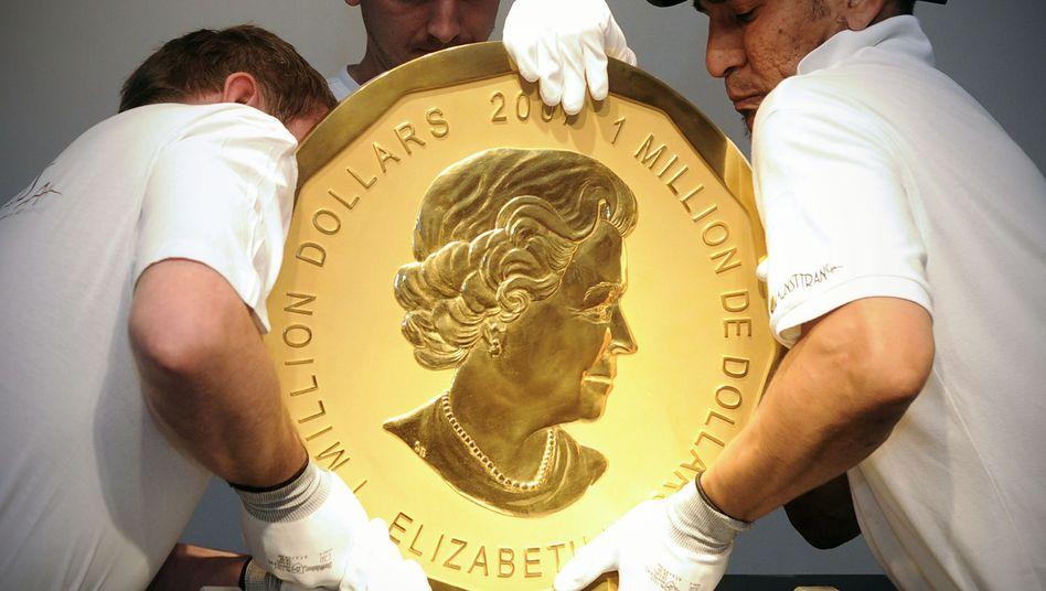 """Die Goldmünze """"Big Maple Leaf"""" (Archivbild) wiegt 100 Kilogramm - hier eines von fünf Exemplaren"""