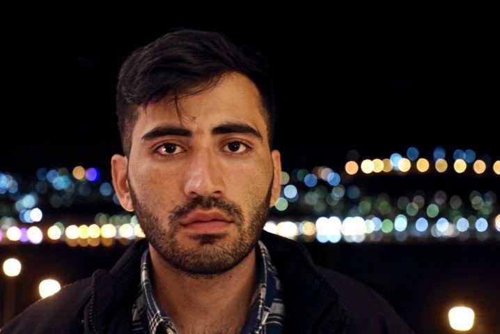 Darab, 25, lebt im Flüchtlingslager auf Samos. Er informiert die Küstenwache am Morgen des 16. März, aber ein Rettungseinsatz wurde wohl nicht gestartet.