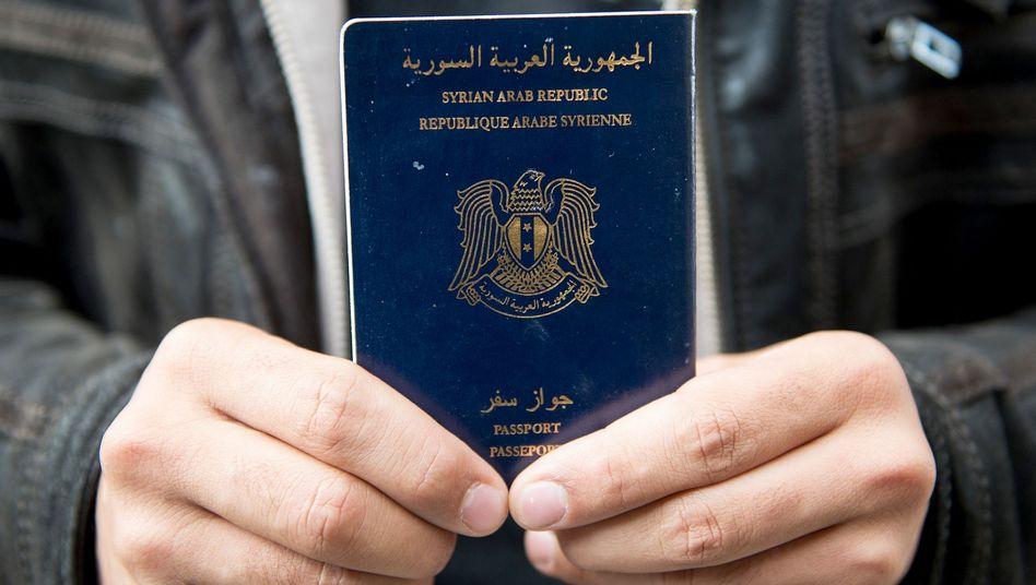 Mann mit syrischem Pass (im September in Schleswig-Holstein): Echt oder gefälscht?