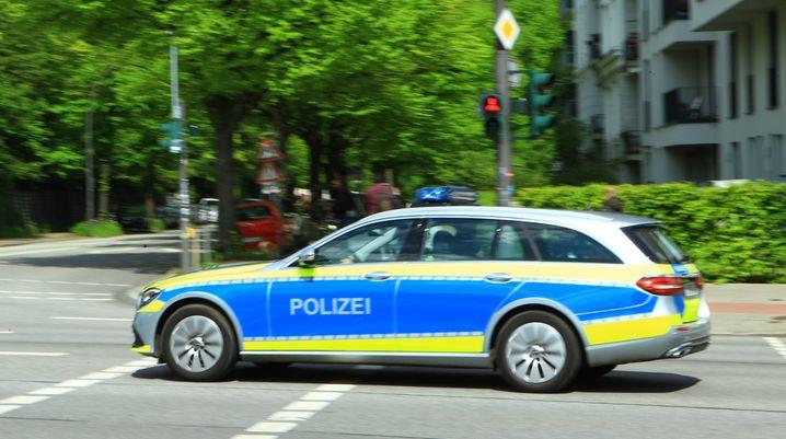 Polizisten in Hamburg-Eimsbüttel: »Das gezeigte Verhalten war typisch für den Handel mit Drogen«