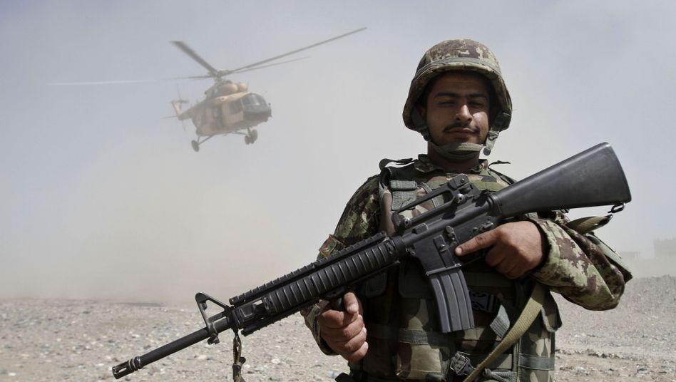 Afghanischer Soldat östlich von Kabul: Instabile Lage, düstere Prognosen