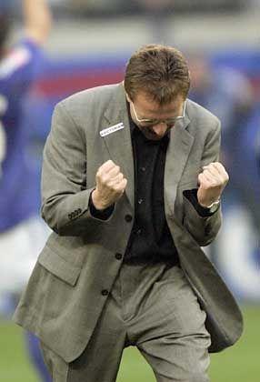 Beste Serie seit 32 Jahren: Schalkes Coach Ralf Rangnick jubelt über fünf Siege in den letzten fünf Spiele