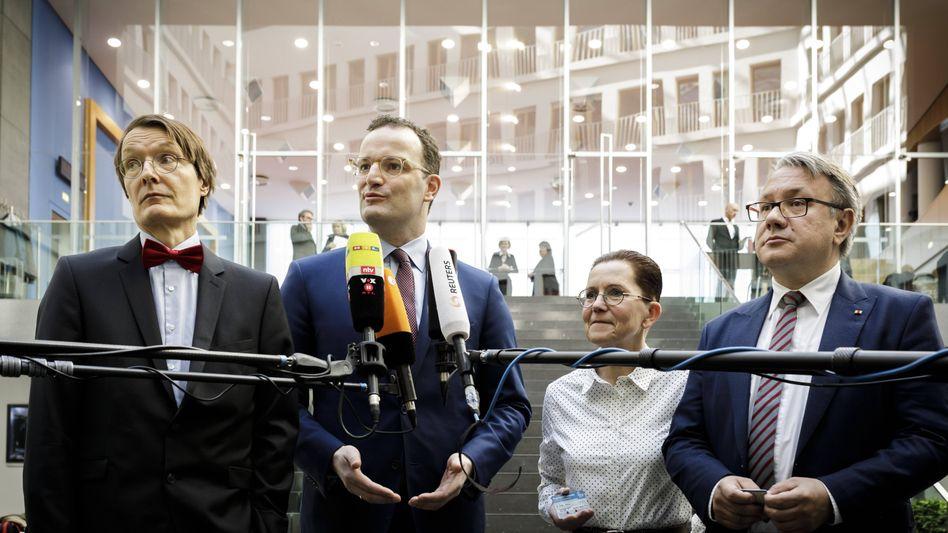 """Minister Spahn, Fraktionsvize Lauterbach: """"Wir sind beide voll im Stoff"""""""