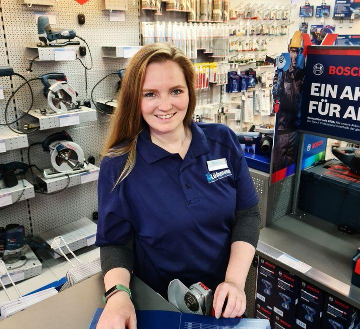 Charlotte Peters, 28, führt seit 2016 einen Fachhandel für Eisenwaren in Hamburg mit 28 Mitarbeitenden. Gegründet wurde das Geschäft im Jahr 1897