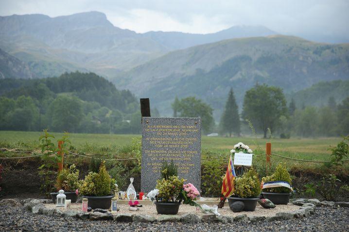 Gedenkstein für die Absturzopfer in Le Vernet