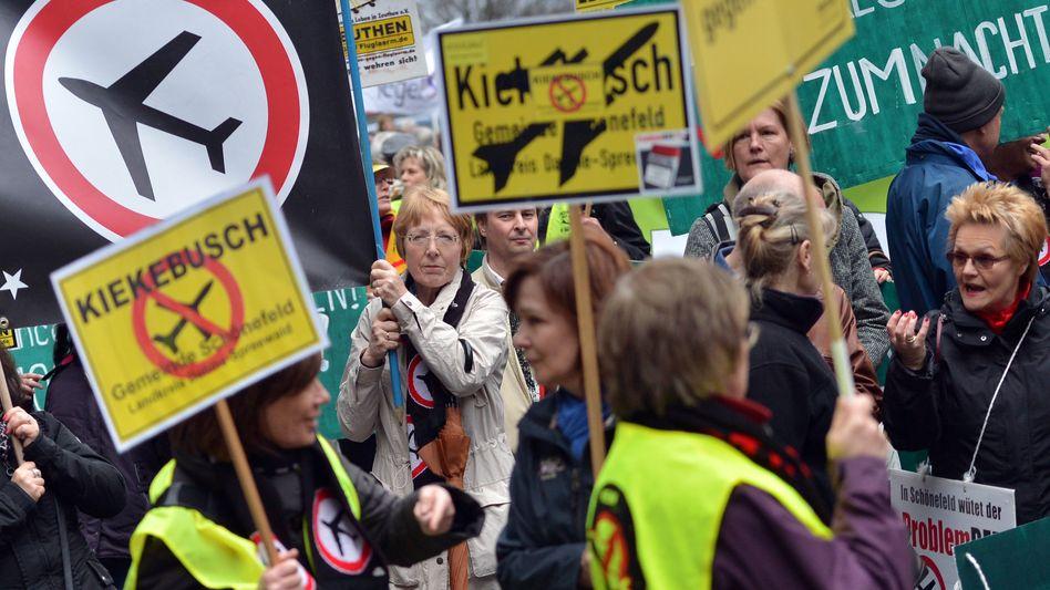 Demonstration gegen Fluglärm (Archivbild): Klage der Anwohner erfolgreich