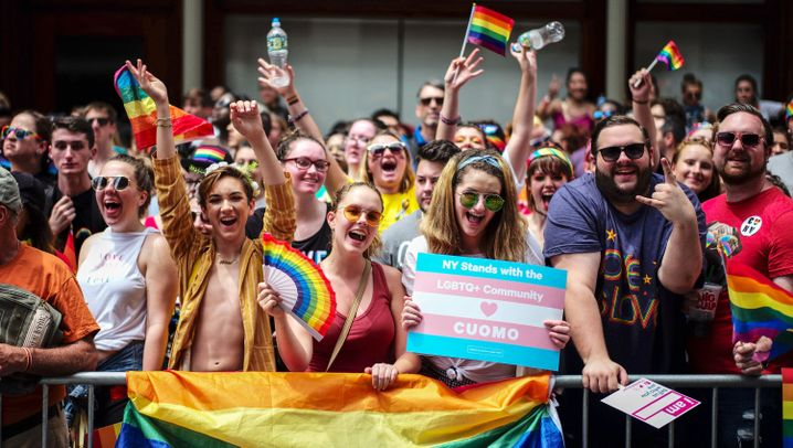 Archivbilder der New Yorker LGBT-Parade 2018: Trotzig unterm Regenbogen
