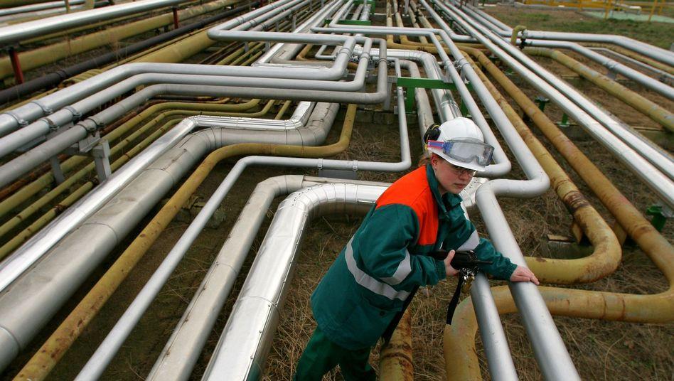 Ölleitungen einer Raffinerie im brandenburgischen Schwedt