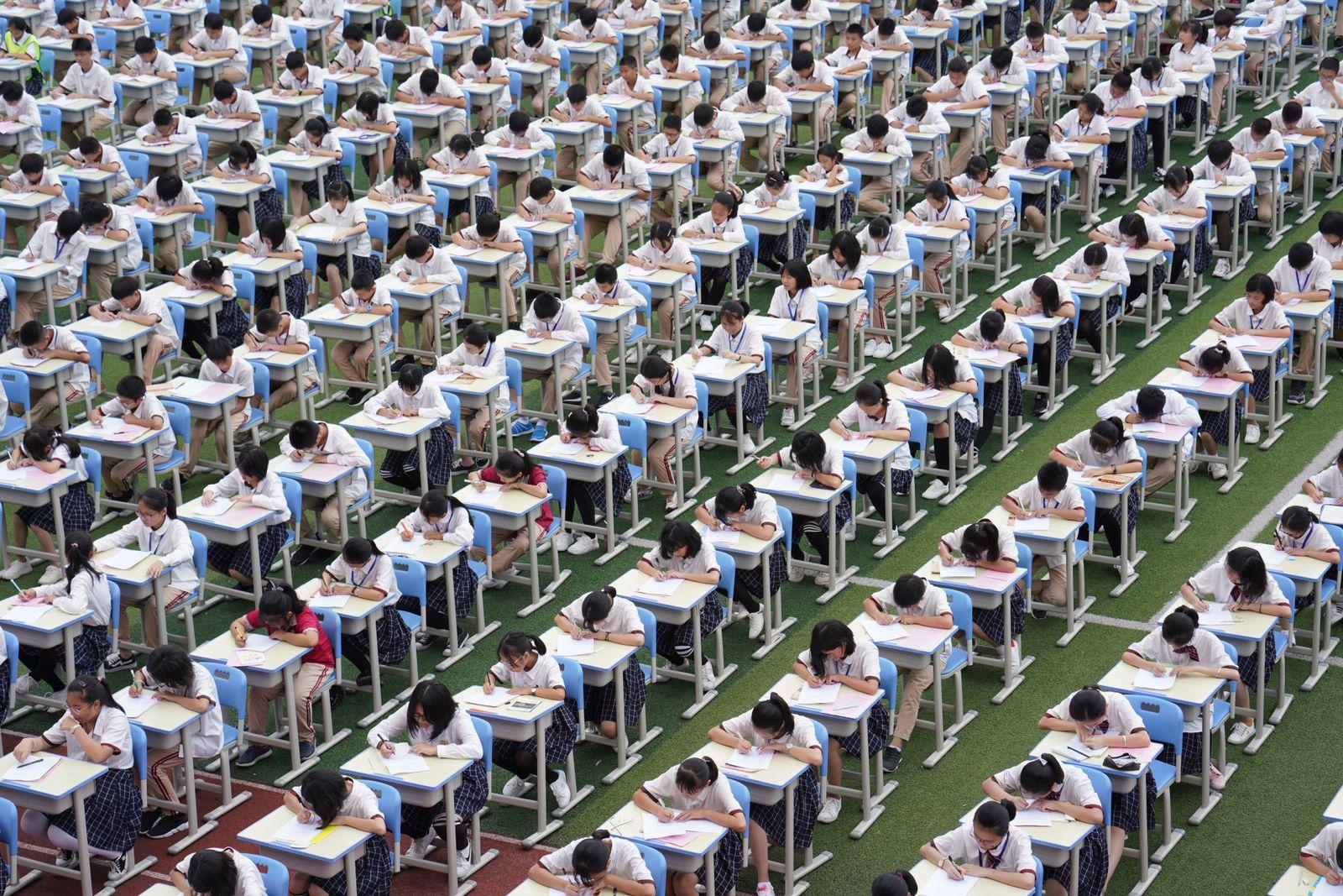 EINMALIGE VERWENDUNG China/ Schulsystem/ Klausur