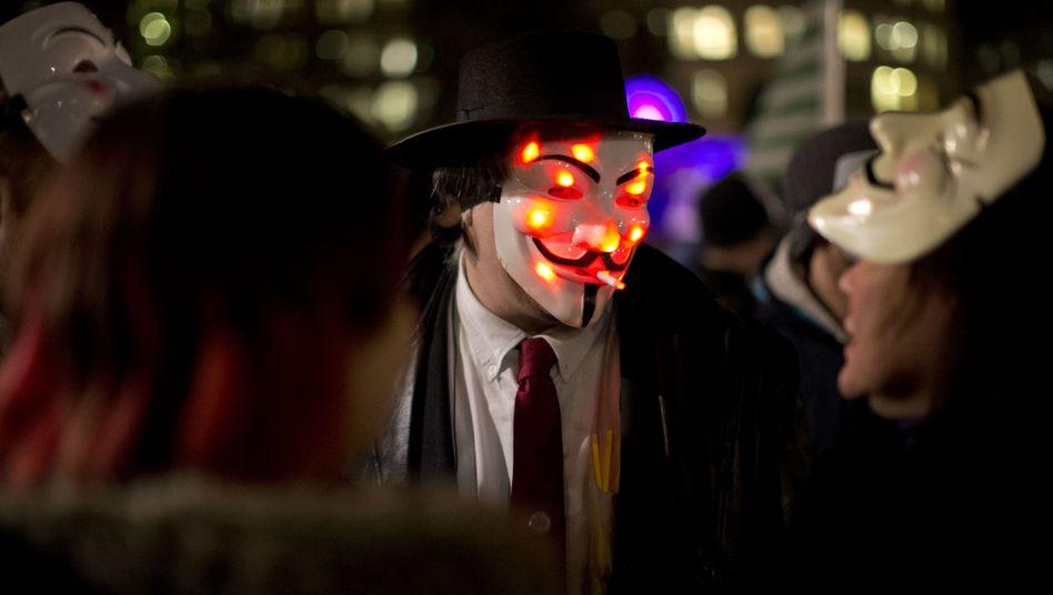 """Anonymous-Aktivisten in London (Archivbild): """"Niemand schaltet das Internet ab"""""""