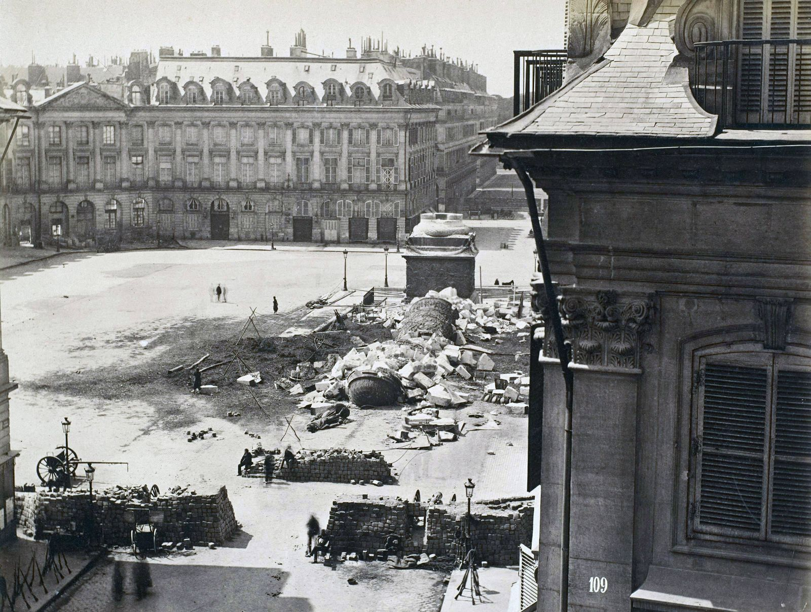 Photograph of the Palace Vendome Photograph of the destruction of the column of the Palace Vendome, Paris, during the P